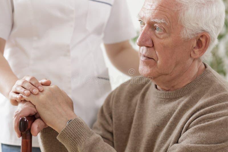 mężczyzna stary kija odprowadzenie zdjęcie royalty free