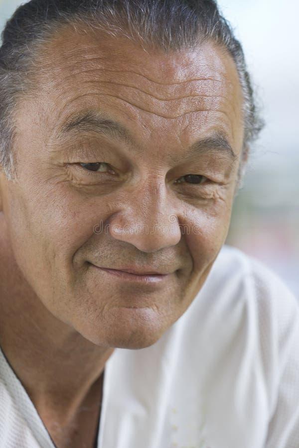 mężczyzna starzejący się szczęśliwy środek obraz stock