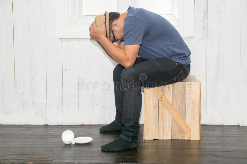Mężczyzna stres na krześle zdjęcia stock
