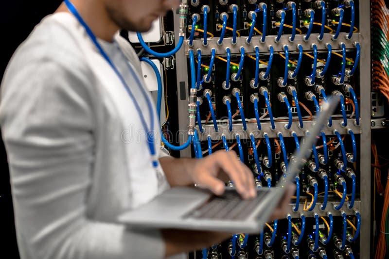 Mężczyzna superkomputeru Dyrekcyjni serwery zdjęcia stock