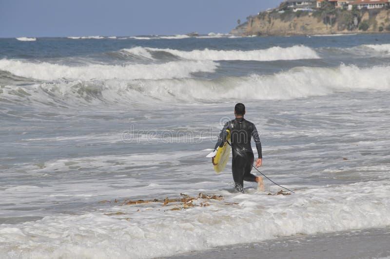 Mężczyzna surfing zdjęcie stock