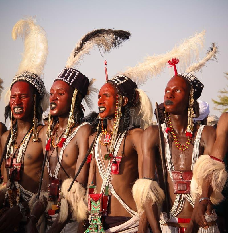 Mężczyzna tanczy Yaake tanczą i śpiewają przy Guerewol festiwalem w InGall wiosce, Agadez, Niger zdjęcie royalty free