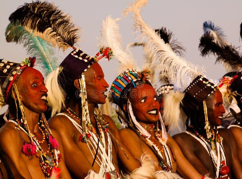 Mężczyzna tanczy Yaake tanczą i śpiewają przy Guerewol festiwalem w InGall wiosce, Agadez, Niger obrazy royalty free