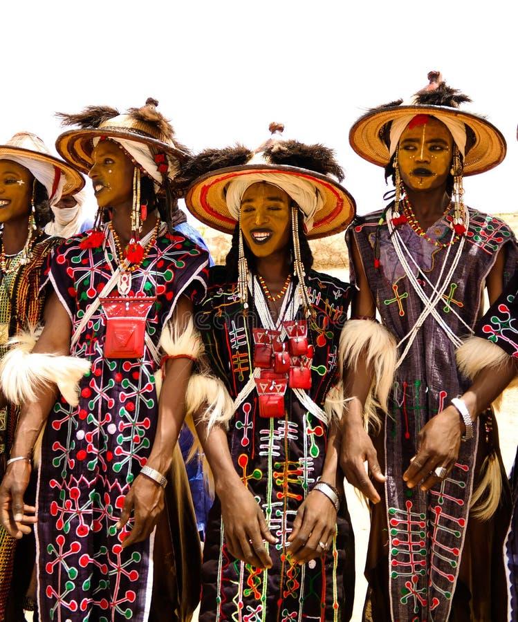 Mężczyzna tanczy Yaake tanczą i śpiewają przy Guerewol festiwalem w InGall wiosce, Agadez, Niger zdjęcia royalty free