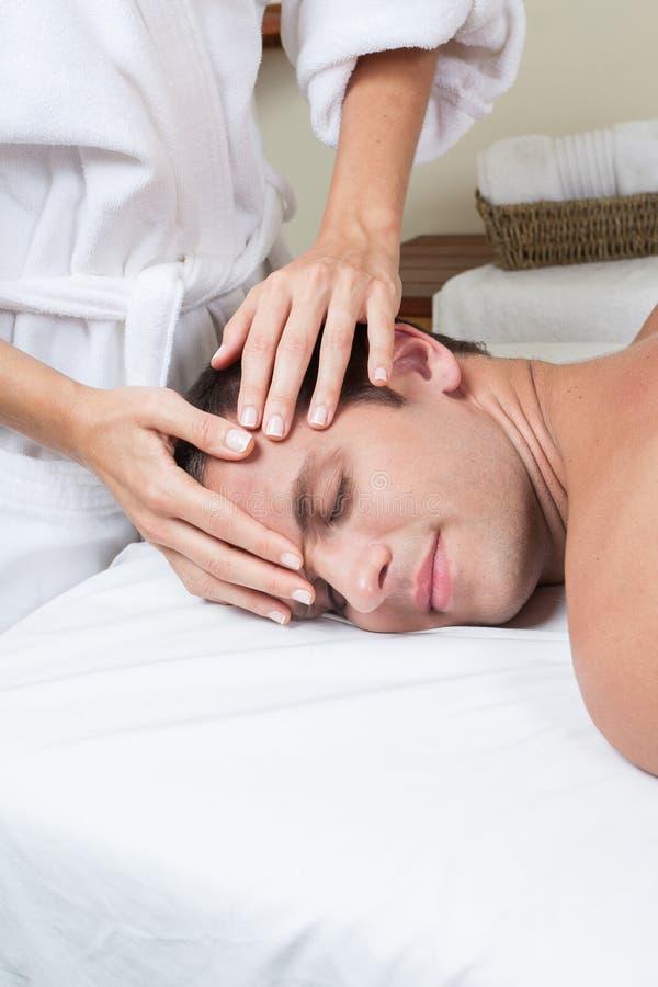 mężczyzna TARGET344_0_ masaż zdjęcia royalty free
