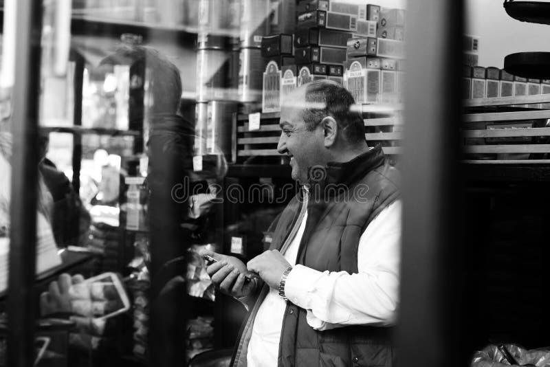 mężczyzna telefonu używać obraz royalty free