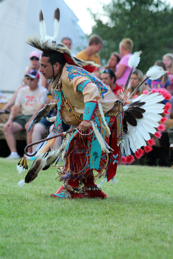 Mężczyzna Tradycyjny taniec - Powwow 2013 zdjęcie stock