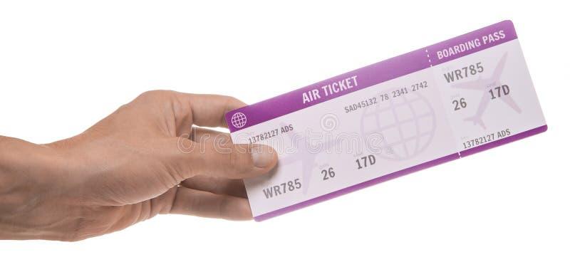 Mężczyzna trzyma biletowy dla samolotu pojedynczy białe tło zdjęcia royalty free