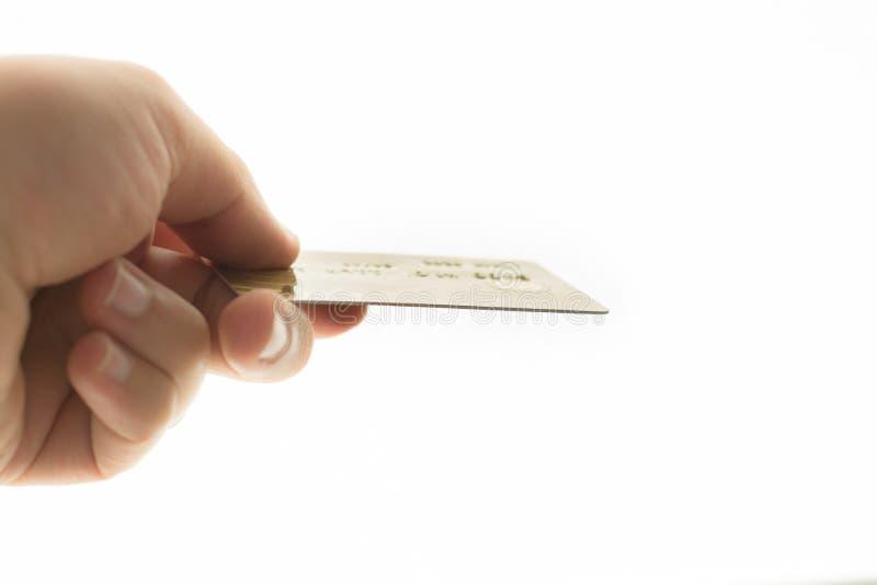 Mężczyzna trzyma kredytową kartę obraz stock