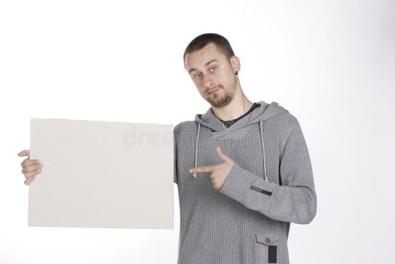 Mężczyzna Trzyma papier dla reklamy obrazy stock