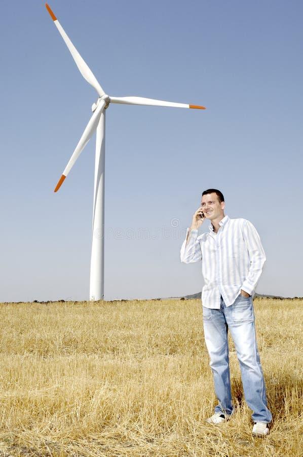 mężczyzna turbina wiatr zdjęcia stock