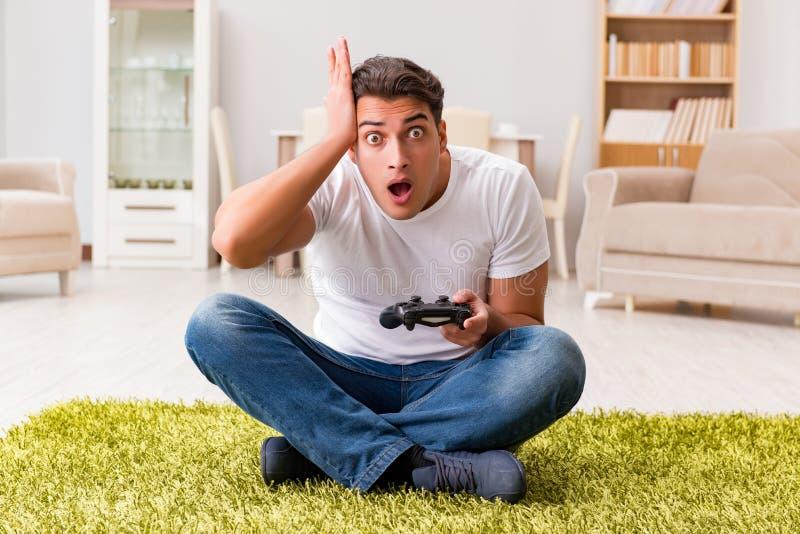 Mężczyzna uzależniający się gry komputerowe fotografia royalty free