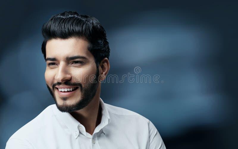 Mężczyzna włosy piękno Przystojny mężczyzna model Z czarni włosy I brodą obraz stock