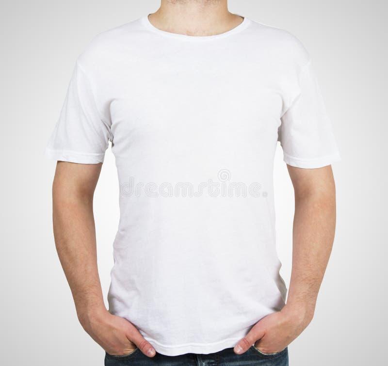 Mężczyzna w białej koszulce obraz stock