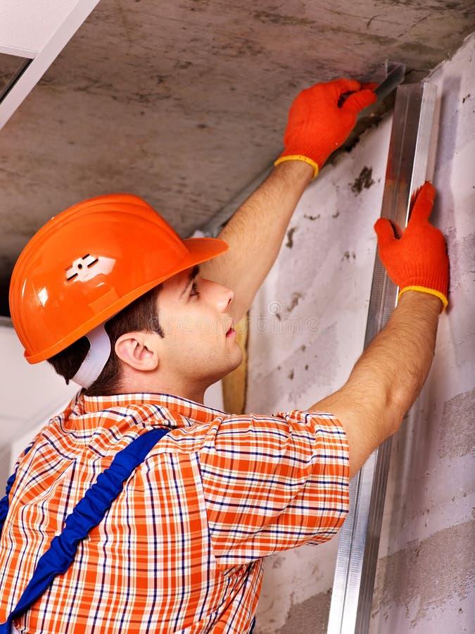 Mężczyzna w budowniczego mundurze. zdjęcie stock