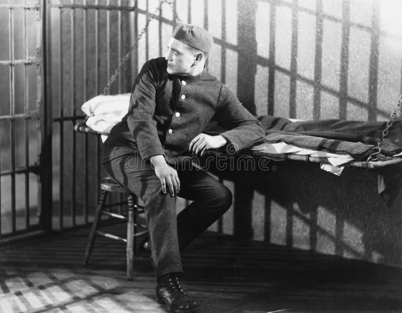 Mężczyzna w cela więziennej (Wszystkie persons przedstawiający no są długiego utrzymania i żadny nieruchomość istnieje Dostawca g obrazy stock