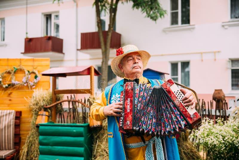 Mężczyzna W Etnicznych Tradycyjnych lud Belarusian kostiumu Krajowej sztuce zdjęcia royalty free