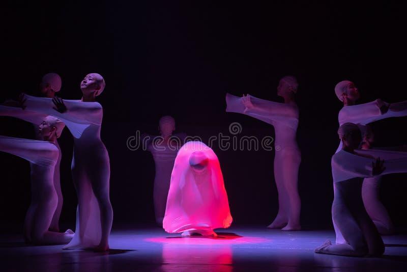 "mężczyzna w Huang Mingliang ` s dance""No shelter† zdjęcie royalty free"