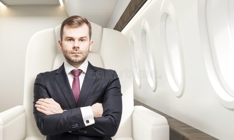 Mężczyzna w klasie business samolot obraz stock
