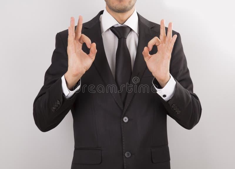 mężczyzna w kostiumu robi ręka znakom fotografia royalty free