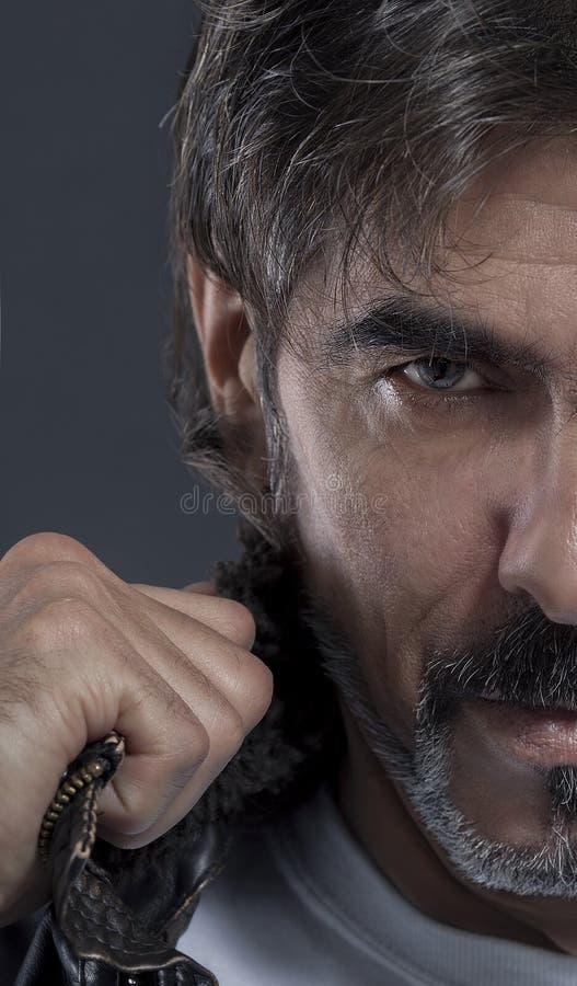 Mężczyzna w kurtce zdjęcie royalty free