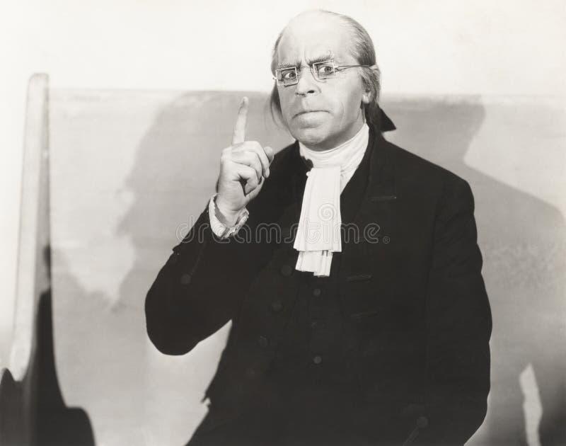 Mężczyzna w kwadrata drutu obręcza szkłach robi punktowi fotografia stock