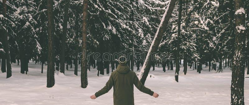 Mężczyzna w lesie fotografia stock