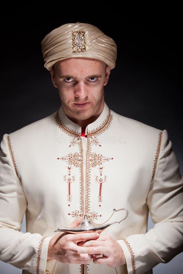 Mężczyzna w orientalnym kostiumu zdjęcia stock