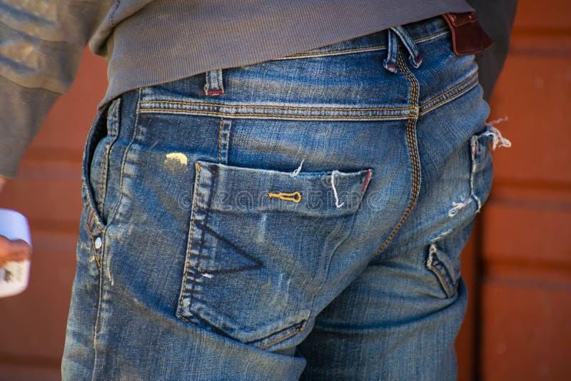Mężczyzna w prac ubraniach Widok od plecy, zakończenie Pojęcie praca i zatrudnienie obrazy stock