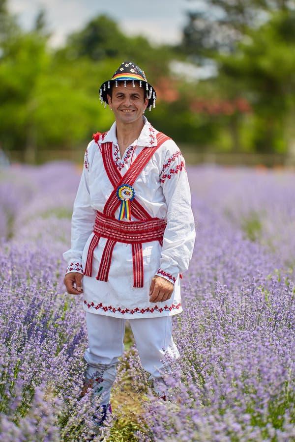 Mężczyzna w Rumuńskim kostiumu fotografia stock