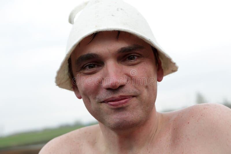 Mężczyzna w sauna kapeluszu obrazy royalty free