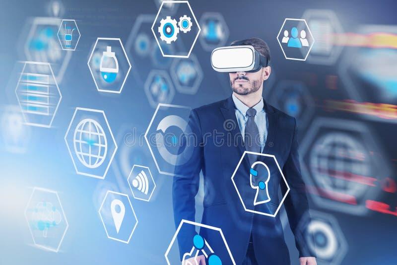 Mężczyzna w VR słuchawki, cyfrowy biznesowy interfejs ilustracji