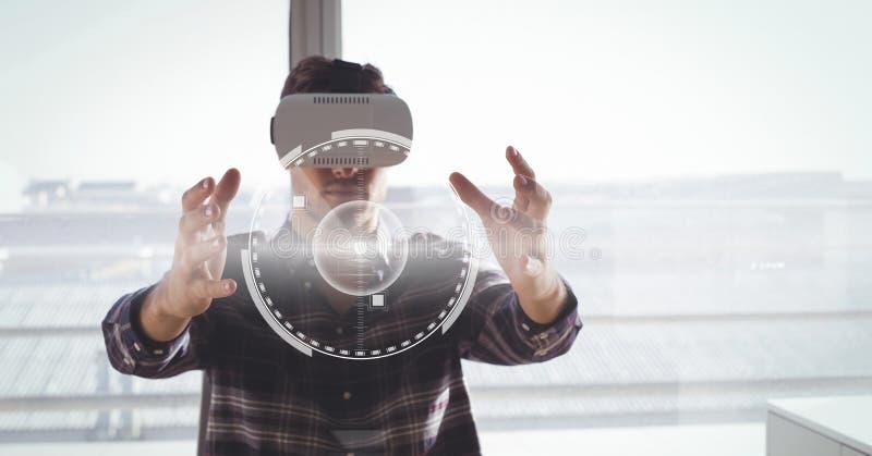 Mężczyzna w VR słuchawki wzruszającym interfejsie fotografia stock
