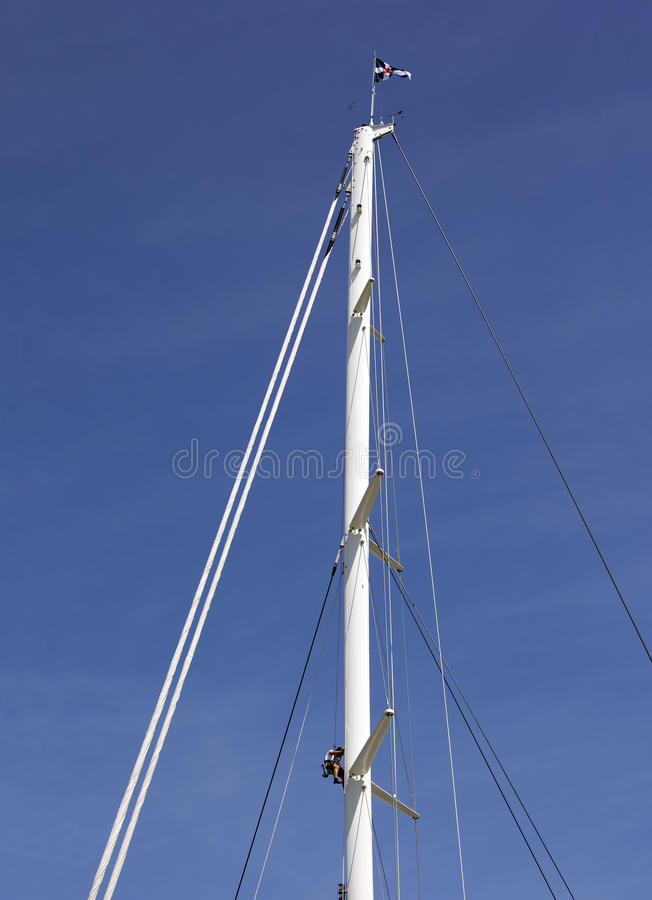 mężczyzna wspinaczkowy wysoki maszt fotografia stock