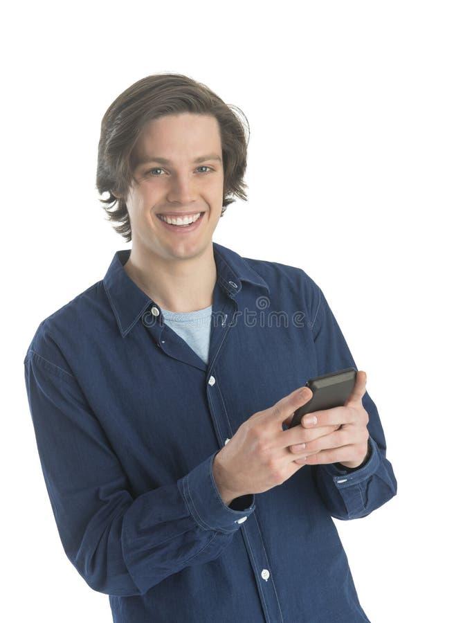 Mężczyzna wysylanie sms Na Mądrze telefonie fotografia stock