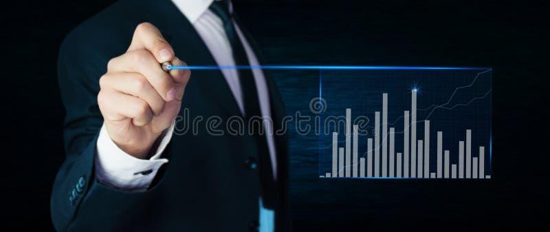 Mężczyzna wzruszający wykres pojęcia tła diety jaj złoty finansów obrazy stock