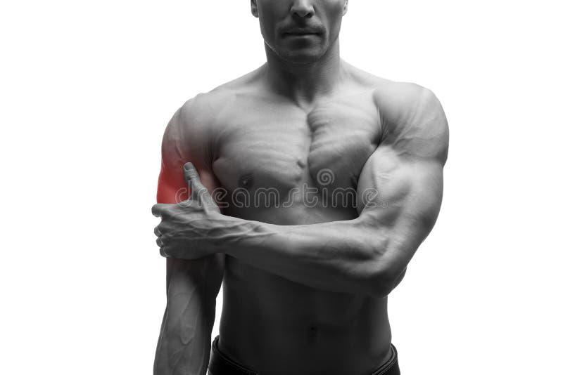 Mężczyzna z bólem w ramieniu, obolałość w mięśniowym męskim ciele, odizolowywającym na białym tle z czerwoną kropką zdjęcie royalty free