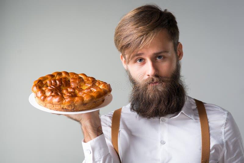 Mężczyzna z brodą z kulebiakiem zdjęcia royalty free