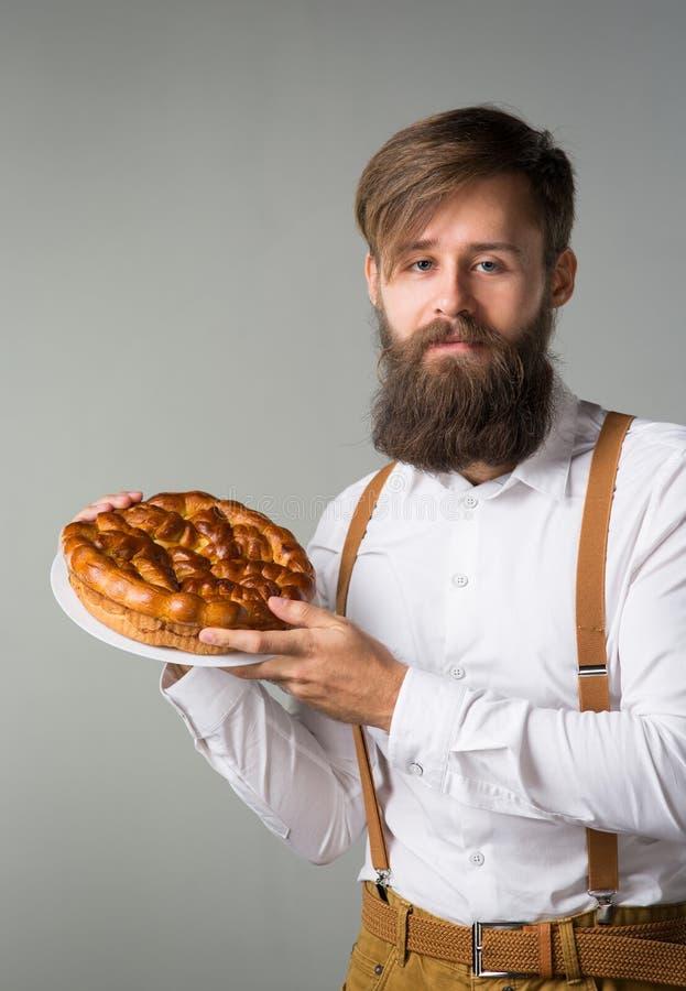 Mężczyzna z brodą z kulebiakiem zdjęcia stock