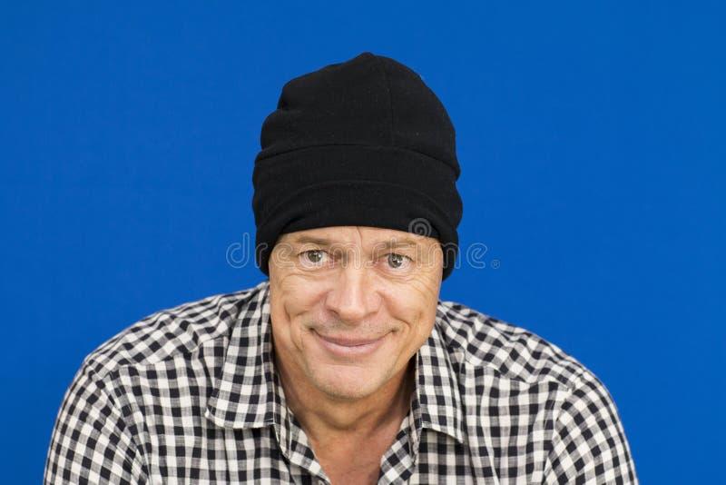 Mężczyzna z czarnego kapeluszu i szkockiej kraty koszula, czarny i biały obrazy royalty free