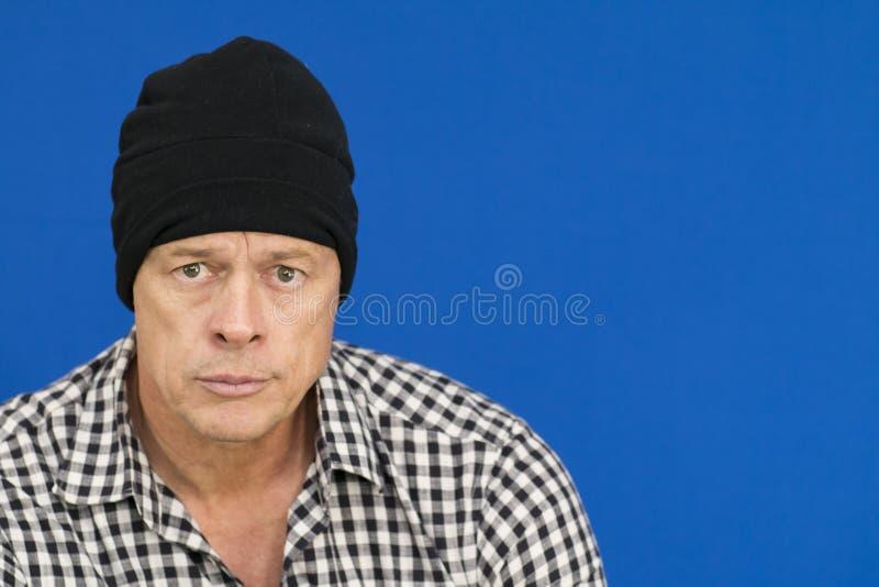 Mężczyzna z czarnego kapeluszu i szkockiej kraty koszula, czarny i biały fotografia stock