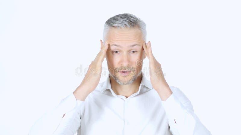 Mężczyzna z migreną, frustracja, portreta bielu tło obrazy royalty free