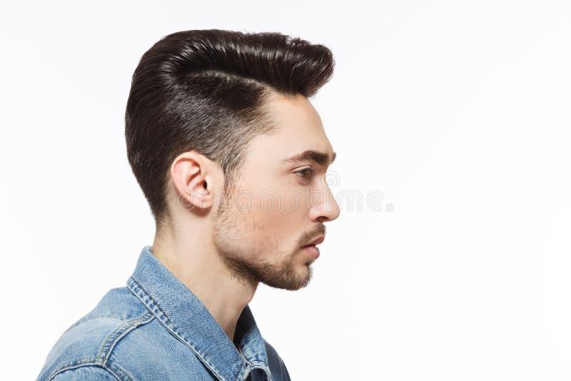 Mężczyzna z nowożytną fryzurą w studiu obrazy stock