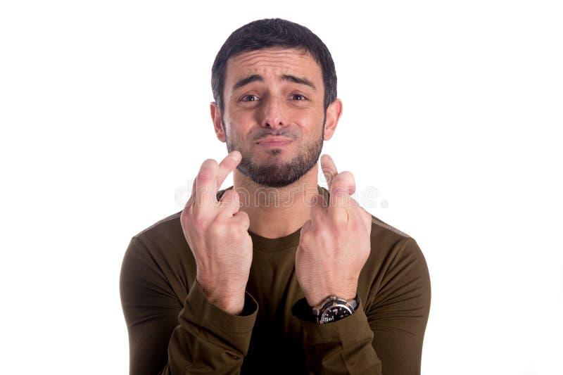 Mężczyzna z palcami krzyżującymi fotografia stock