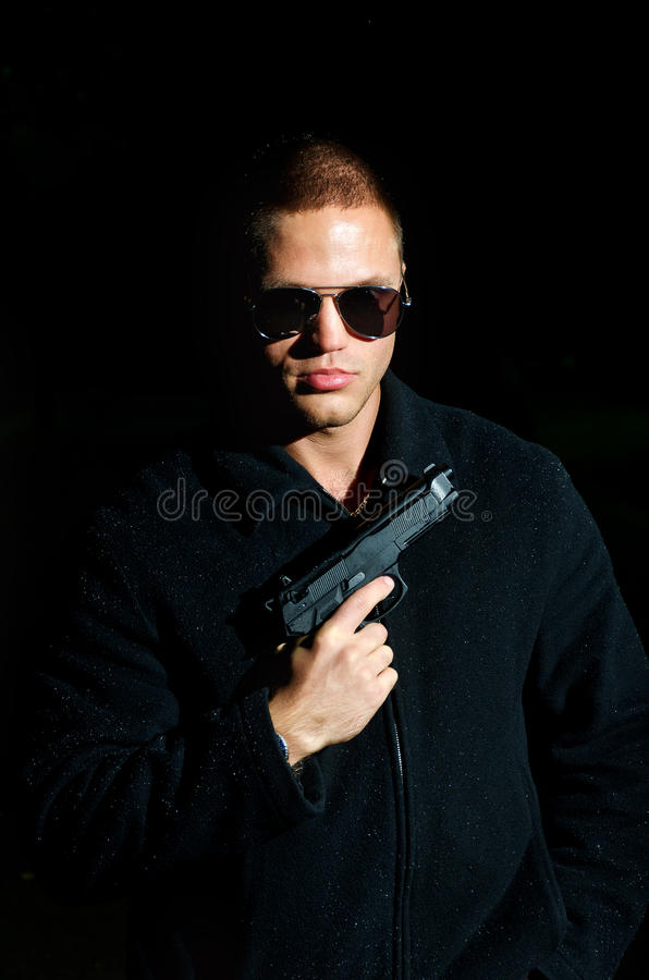 Mężczyzna z pistoletem fotografia royalty free