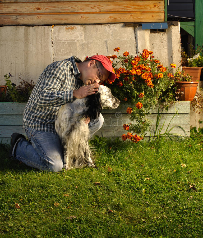 Mężczyzna z psem zdjęcia royalty free