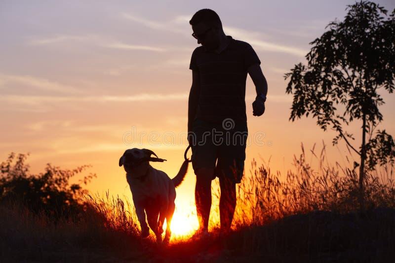Mężczyzna z psem obrazy stock
