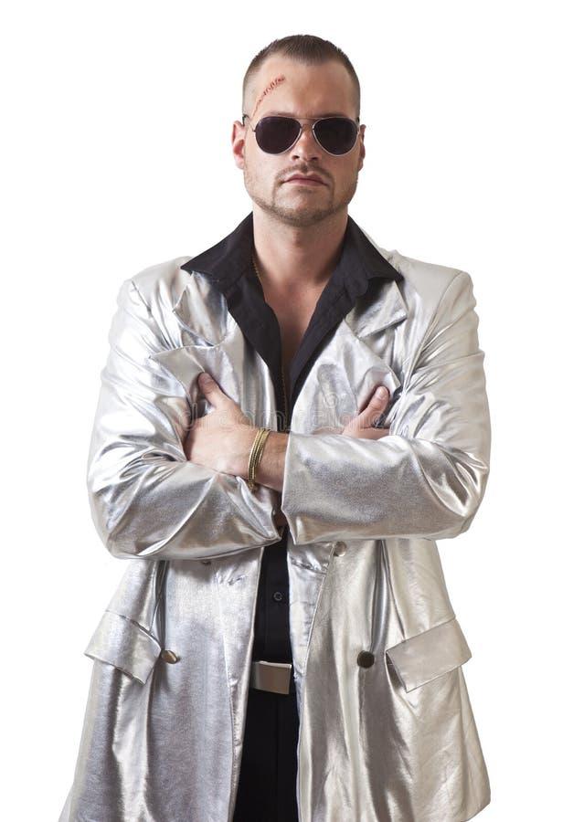 Mężczyzna z rozdzieraniem i okularami przeciwsłonecznymi obrazy stock