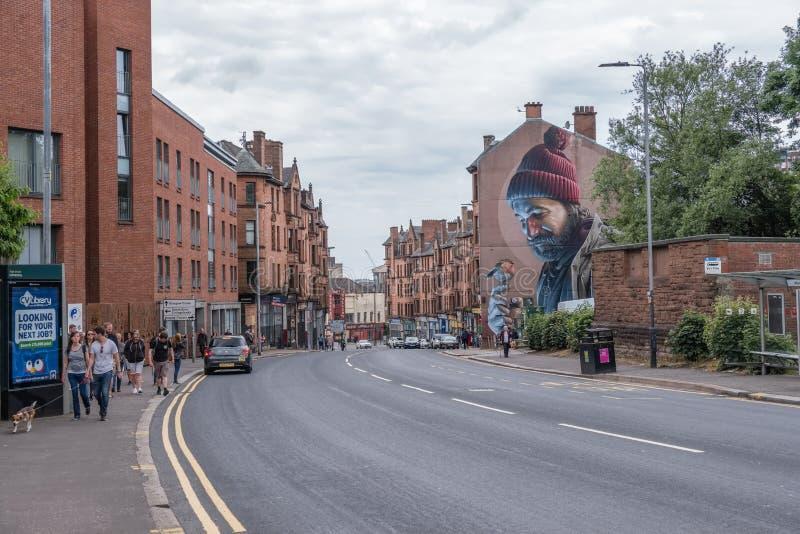 Mężczyzna z rudzikiem Na Jego Palcowej malowidło ścienne głownej ulicie Glasgow Nowożytny dnia Mungo patron Glasgow obrazy stock