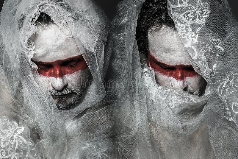 Mężczyzna zakrywający z biel koronki przesłoną, maska obraz stock